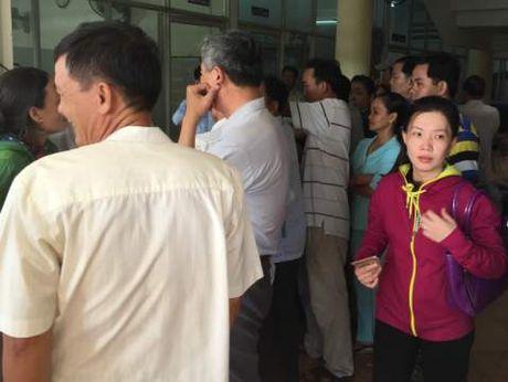 Dan Tien Giang 'un un' di doi giay phep lai xe - Anh 1