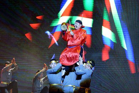 Xuan Hinh 'choc' khan gia cuoi nghieng nga trong liveshow de doi - Anh 1