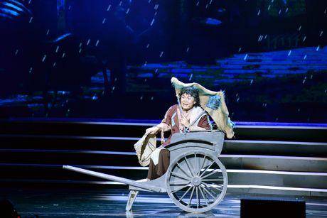 Xuan Hinh 'choc' khan gia cuoi nghieng nga trong liveshow de doi - Anh 4