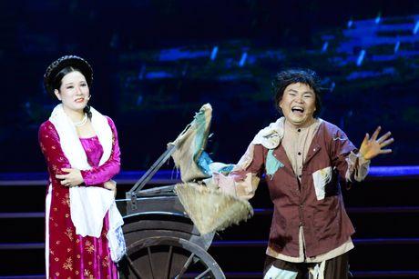 Xuan Hinh 'choc' khan gia cuoi nghieng nga trong liveshow de doi - Anh 5