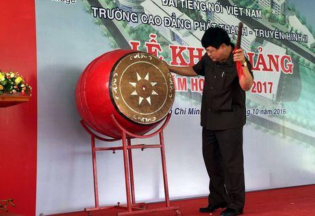 Khanh thanh tuong Nha bao Tran Lam tai truong Cao dang PT-TH II - Anh 1