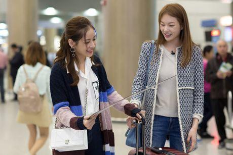 Chi Pu duoc A hau Han Quoc - Lee Sarah ra san bay chao don - Anh 6