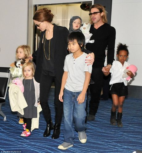 Angelina Jolie chat vat thue nha moi, 'tranh' Brad Pitt? - Anh 2