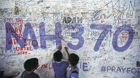 Malaysia xac nhan manh vo o Mauritius la cua may bay MH370 - Anh 1