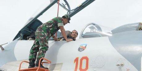 Tong thong Indonesia cuoi Su-27 trong tap tran - Anh 2