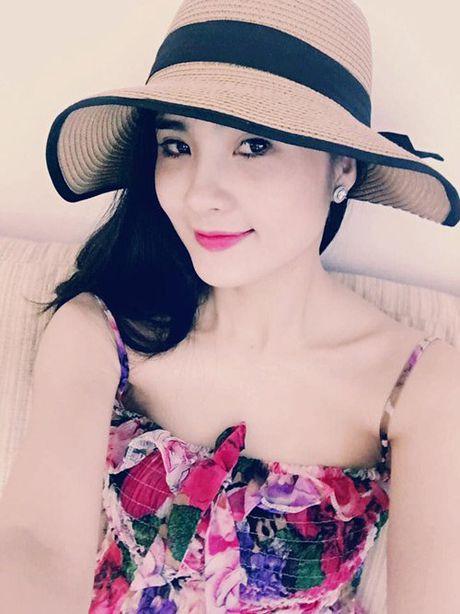Em gai Cong Vinh cung dua 'ho bao' voi chi dau- ca si Thuy Tien - Anh 1