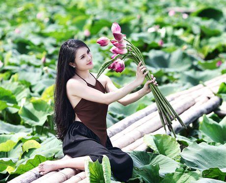 Em gai Cong Vinh cung dua 'ho bao' voi chi dau- ca si Thuy Tien - Anh 2