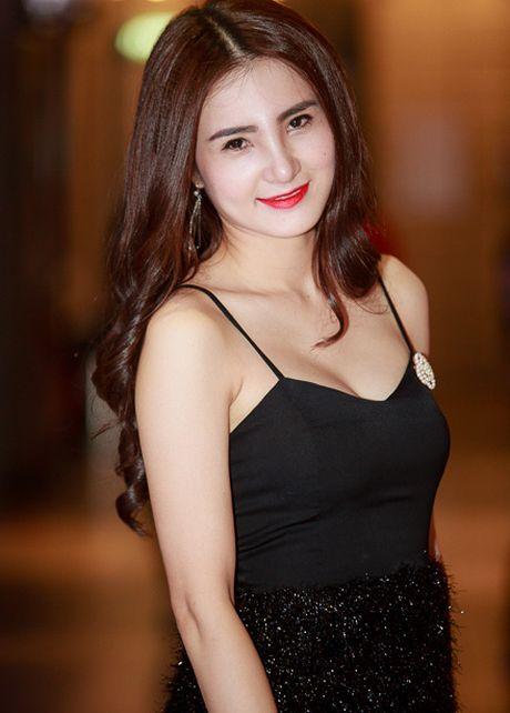 Em gai Cong Vinh cung dua 'ho bao' voi chi dau- ca si Thuy Tien - Anh 4