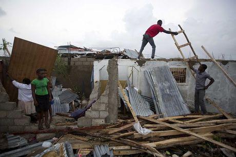Bao manh khung khiep tan cong, gan 300 nguoi chet o Haiti - Anh 2