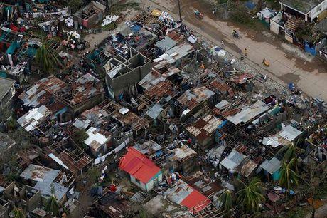 Bao manh khung khiep tan cong, gan 300 nguoi chet o Haiti - Anh 5
