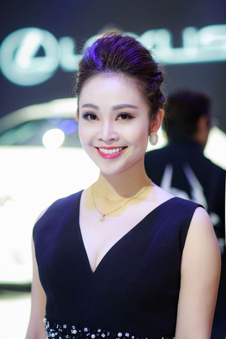 MC Thuy Linh dep doi ben Danh Tung - Anh 2