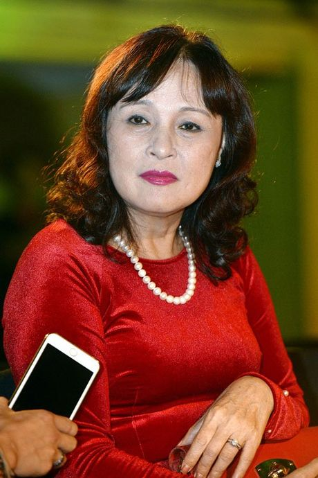 NSND Hoang Cuc va hanh trinh chong choi benh ung thu vu - Anh 1