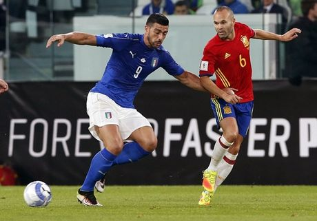 Buffon hoa toi do, Italia suyt that thu truoc Tay Ban Nha - Anh 1