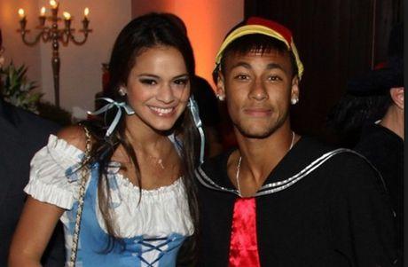 Diem tin hau truong 07/10: HLV Na Uy 'nho' CR7 & Ibra tao CLB vo doi nhat he mat troi; Ban gai Neymar dieu dung vi lo clip sex - Anh 1