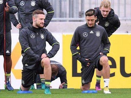 Tuyen Duc: Khi Joachim Low phai ganh vac ca van de cua Bayern - Anh 3