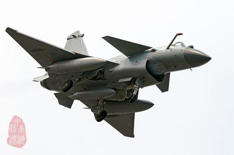 Bi an phien ban tiem kich J-10C cua Trung Quoc - Anh 2