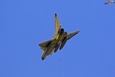Bi an phien ban tiem kich J-10C cua Trung Quoc - Anh 5