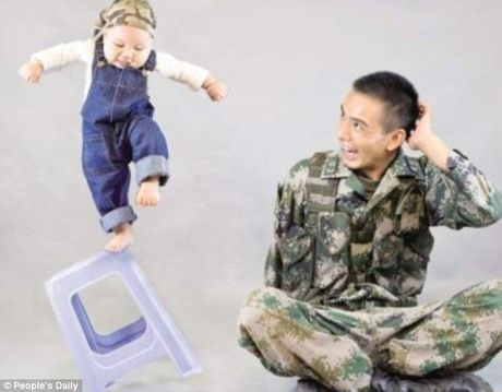 Xuc dong binh si lan dau gap con trai 9 thang tuoi - Anh 3