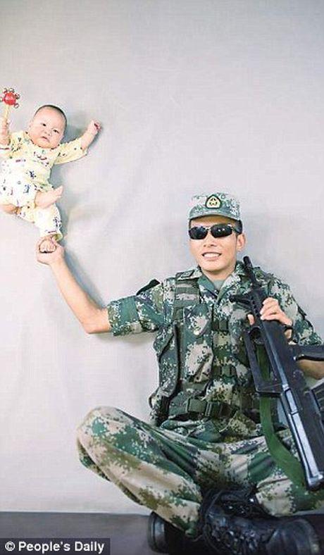 Xuc dong binh si lan dau gap con trai 9 thang tuoi - Anh 5
