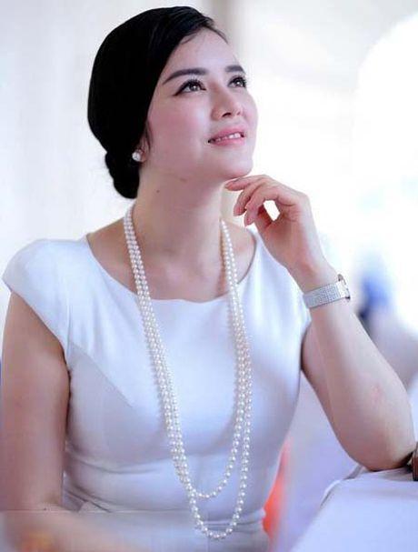 Loat my nhan Viet lo bung mo voi vay ao phan chu - Anh 5