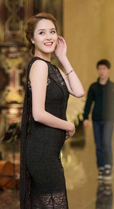Loat my nhan Viet lo bung mo voi vay ao phan chu - Anh 7