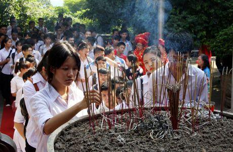 Nganh GD&DT Phu Tho bao cong voi cac Vua Hung - Anh 1