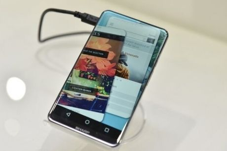 Sharp gioi thieu smartphone trang bi man hinh sieu mong - Anh 2
