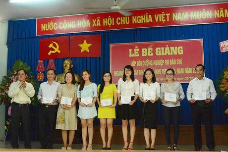 86 hoc vien nhan Chung nhan lop Boi duong nghiep vu Bao chi nganh KSND khu vuc phia Nam - Anh 4