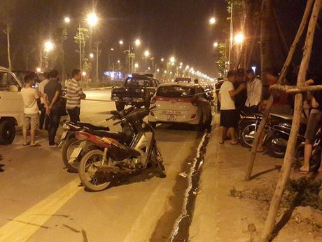 Ha Noi: Giua dem nam thanh nien dung dao dam thung co tai xe taxi - Anh 1