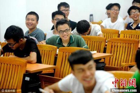Chuyen doi day nuoc mat cua chang sinh vien 20 nam chong nang - Anh 3