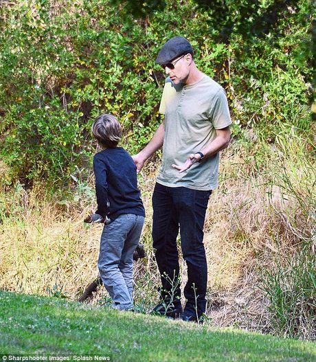 Anh trai Angelina Jolie the chan Brad Pitt? - Anh 3