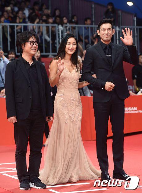 Isaac dien trai sai buoc tren tham do Lien hoan phim Busan - Anh 19