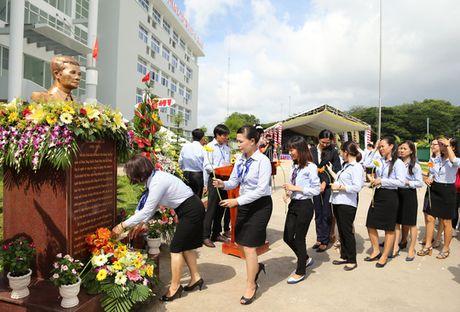 Dung tuong nha bao Tran Lam tai Truong CD Phat thanh Truyen hinh II - Anh 1