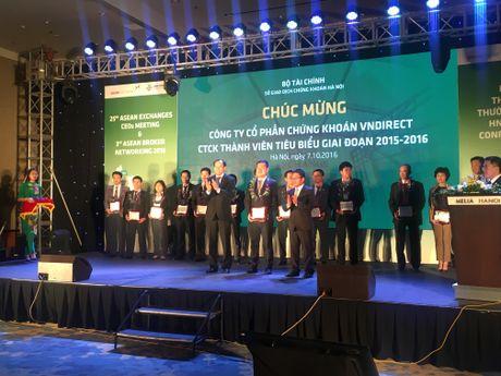 HNX vinh danh 15 CTCK tieu bieu giai doan 2015-2016 - Anh 3