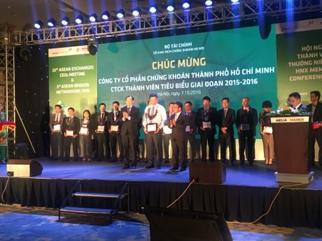 HNX vinh danh 15 CTCK tieu bieu giai doan 2015-2016 - Anh 5
