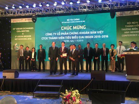 HNX vinh danh 15 CTCK tieu bieu giai doan 2015-2016 - Anh 8