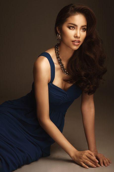 Hoa hau Pham Huong bat ngo tao hinh sexy - Anh 9