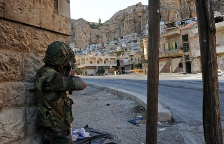 Quan doi Syria phan cong phien quan o ngoai o Damascus - Anh 1