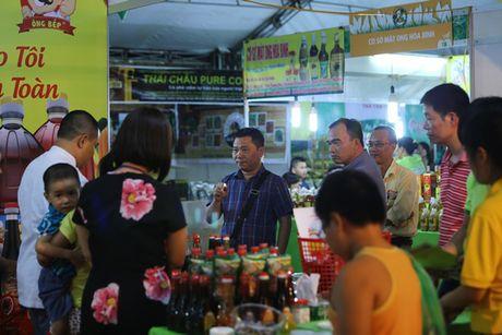 """Nguoi dan Thu do do xo di mua nong san """"sach, chat luong cao"""" - Anh 4"""
