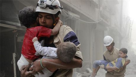 Nhung anh hung mu trang trong cuoc noi chien Syria - Anh 1