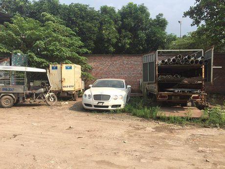 Xot xa canh Bentley Continental GTC bi dai gia Viet bo roi - Anh 1