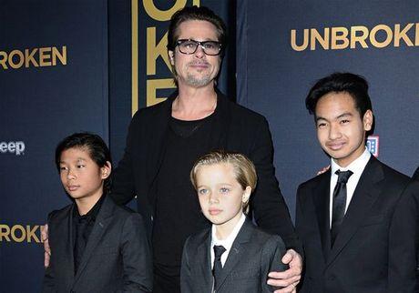 Brad Pitt hanh phuc gap lai cac con lan dau tien sau vu ly hon - Anh 1