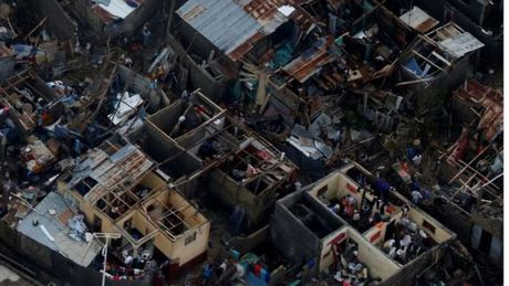 Bao kinh hoang tan pha Haiti, 261 nguoi thiet mang - Anh 1