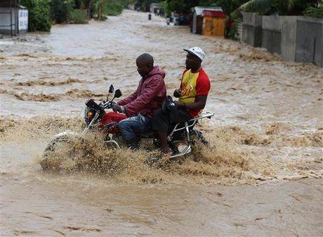 Bao kinh hoang tan pha Haiti, 261 nguoi thiet mang - Anh 2