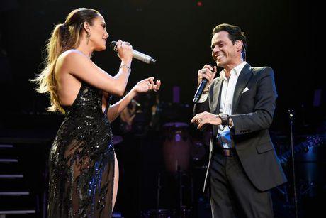 Jennifer Lopez va chong cu bat ngo tai hop - Anh 1