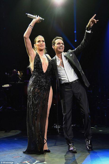 Jennifer Lopez va chong cu bat ngo tai hop - Anh 2