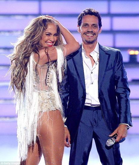 Jennifer Lopez va chong cu bat ngo tai hop - Anh 3