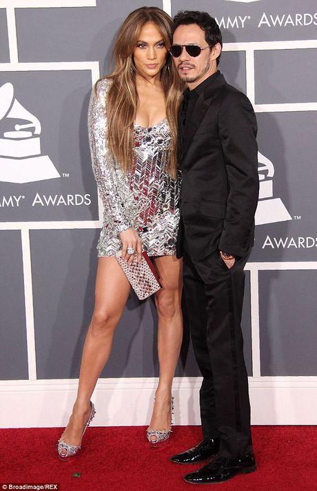 Jennifer Lopez va chong cu bat ngo tai hop - Anh 4