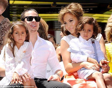 Jennifer Lopez va chong cu bat ngo tai hop - Anh 6