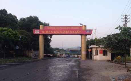 Buc bun ham lo o Quang Ninh, cong nhan dang bi mac ket - Anh 1
